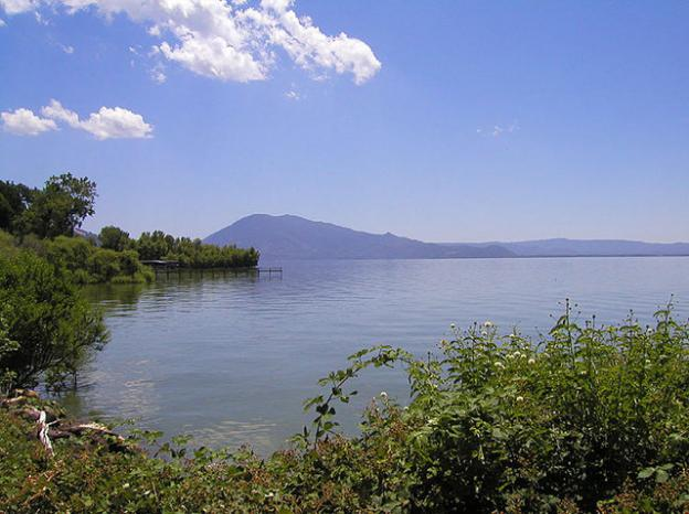 Clear Lake, California. Photo by C Fang/Wikimedia Commons.