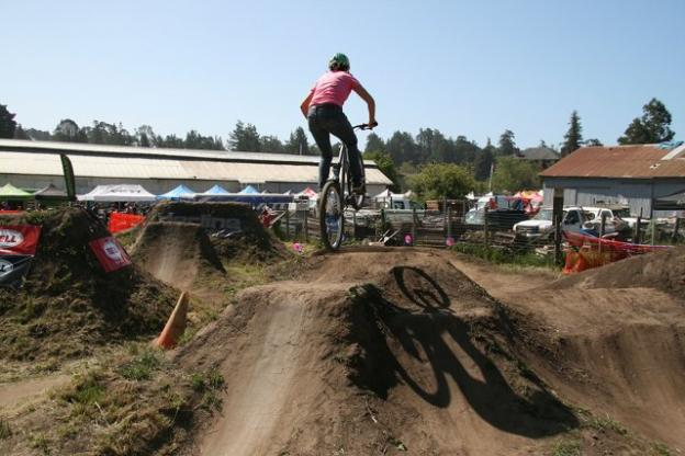 Having made her name in the competitive dirt jumping world, Lisa (Myklak) Tharp demonstrated top form at the Sugar Showdown in 2013 at the Santa Cruz Mountain Bike Festival. She will return to the festival this year as a dirt jumping coach with Kat Sweet of Sweetlines.