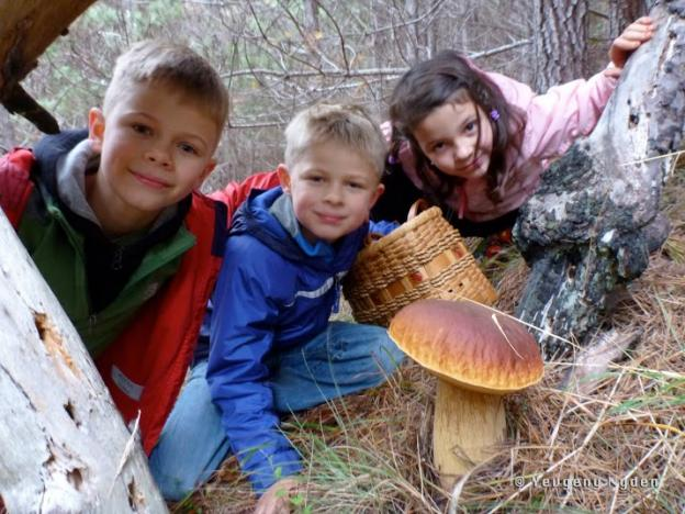 Adorable kids, huge bolete, great shot. Photo by Yevgeny Nyden.