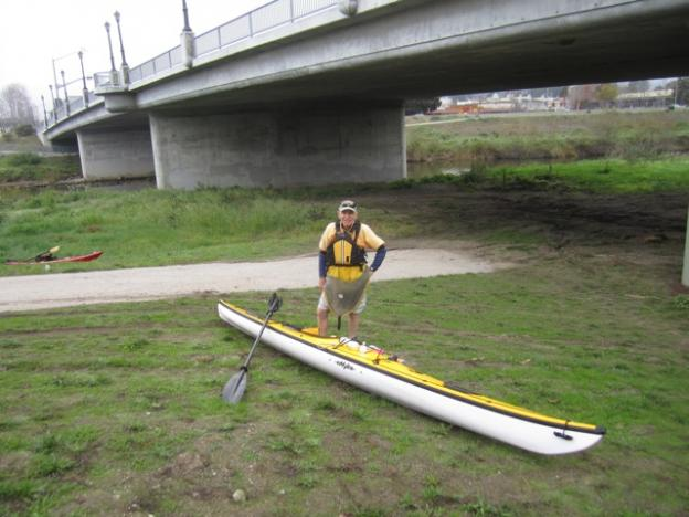 First-time San Lorenzo River paddler Peter Campbell with his sea kayak. Hilltromper photo.