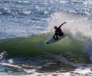 Epic surfing on view at Pleasure Point. Photo credit: Chris Elmenhurst/www.surfthespot.com