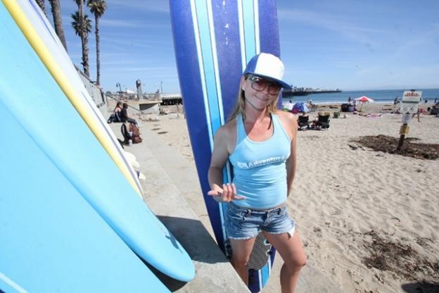 Nina Ke'alohi Dodge gives the international surfer's salute. (Chip Scheuer)
