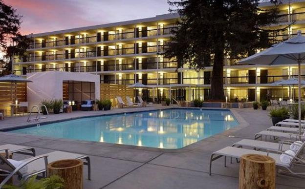 The Hotel Paradox pool makes a mighty fine place to relax after a long day of big-wave spectating.