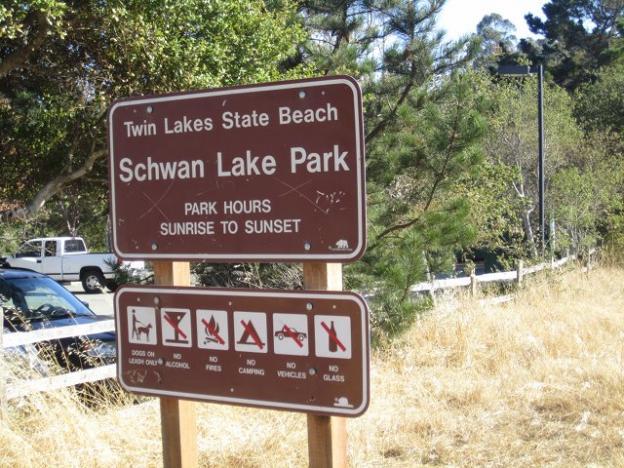 Unlike many state parklands, Schwan Lake Park allows dogs on leash. Hilltromper photo.