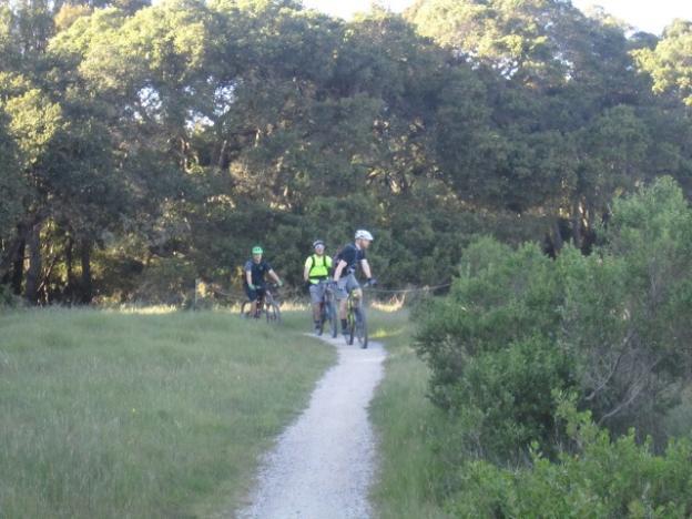 Mountain bikers on the Engelsman bypass. Photo credit: Hilltromper.